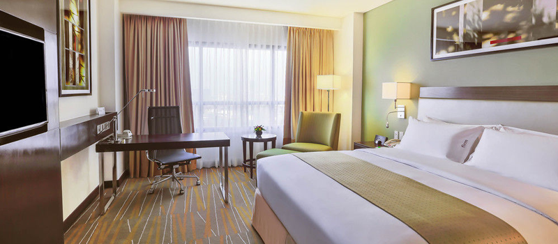 20% off on weekday stays (Mon-Thurs) - Holiday Inn & Suites Makati