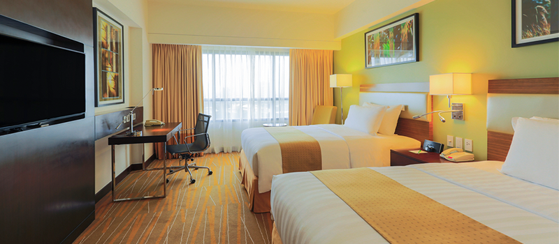 30% off on weekend stays (Fri-Sun) - Holiday Inn & Suites Makati