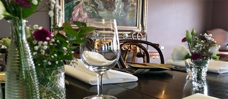 Complimentary glass of champagne for each guest - TINAMBA HOTEL (AUSTRALIA)